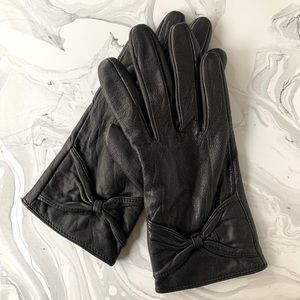 ALDO black leather gloves with bow